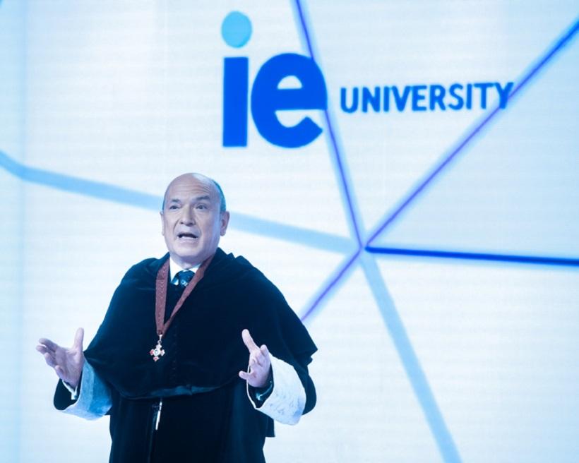 疫情后毕业典礼怎么搞   西班牙IE大学一样嗨翻全场